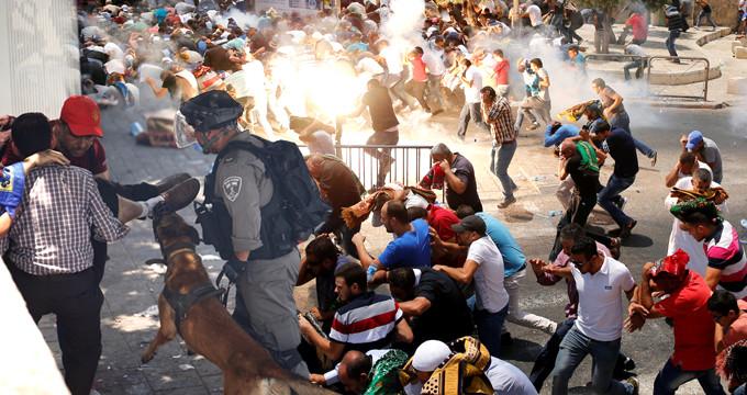 İsrail Polisi, Mescid-i Aksa'ya Çıkan Yollarda Cemaate Saldırdı!