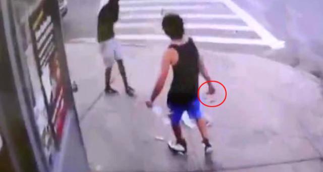 Sokak ortasında yaşanan cinayet kameralara yansıdı