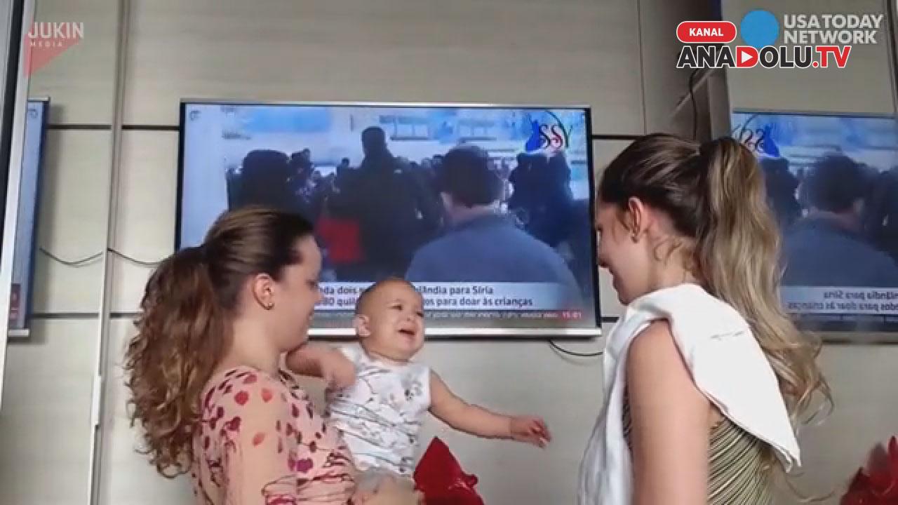Annesinin ikizi ile tanışan bebeğin kafası karıştı