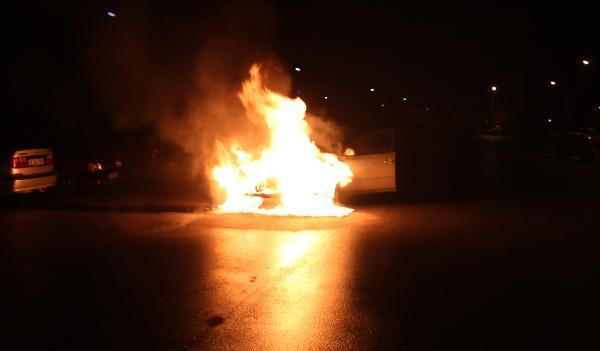 Konya'da otomobil alev topuna döndü