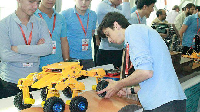 Lise Öğrencilerinden 'Yengeç Robot'