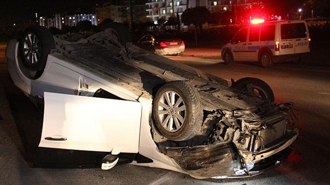 Alkollü sürücü otomobili yolda takla attıktan sonra aracın içerisinden inip kaçtı