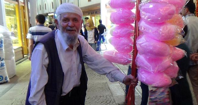 80 Yaşındaki Mustafa Çetin Ekmeğini Pamuk Şekerden Çıkarıyor