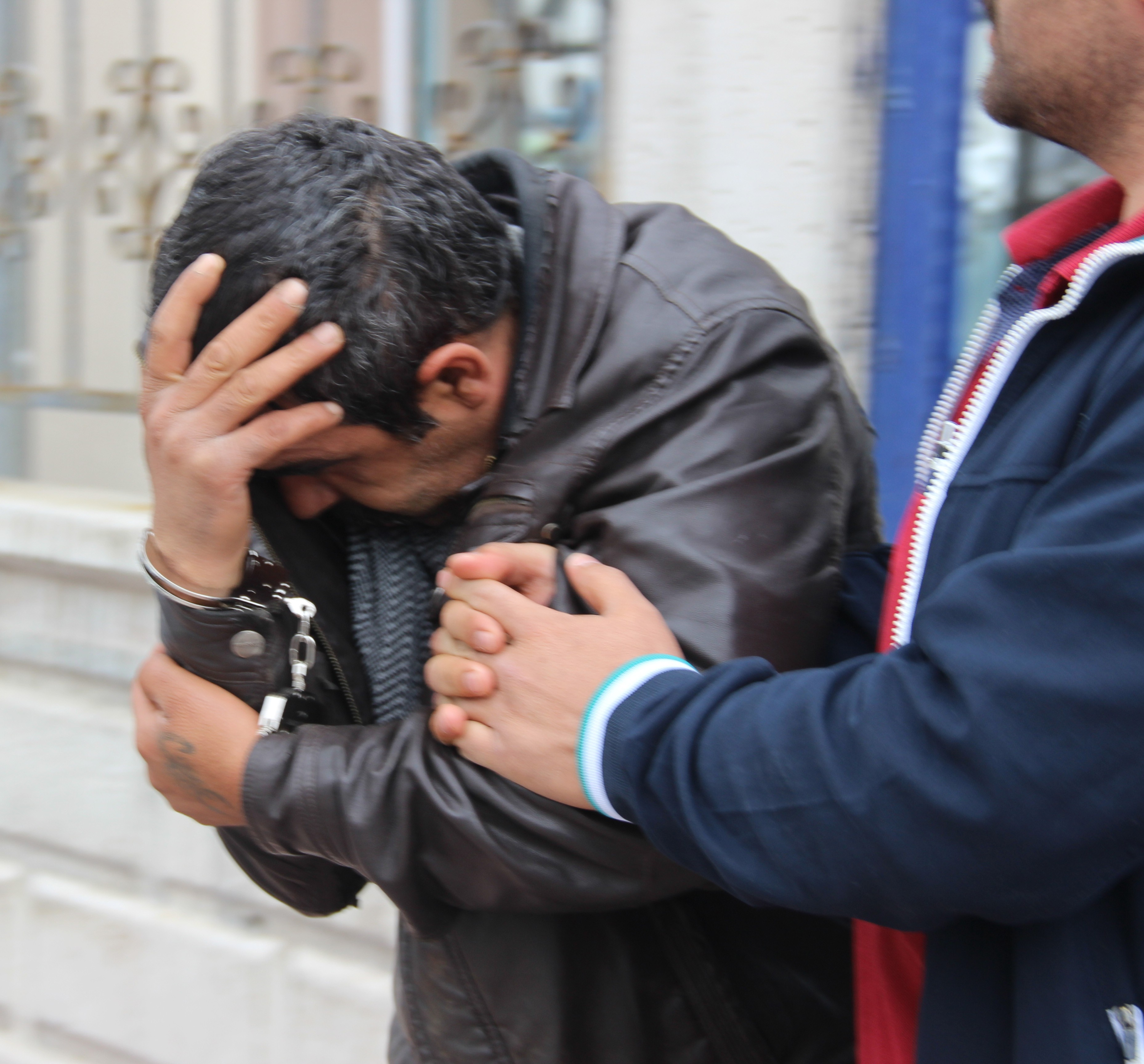 Konya'da rögar kapağı hırsızı yakayı ele verdi